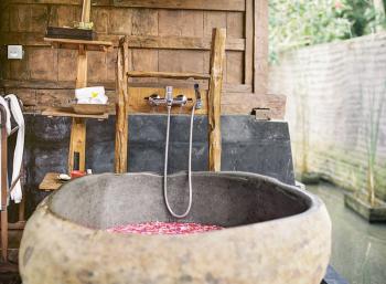 Kajane Yangloni Ubud Outdoor Tub