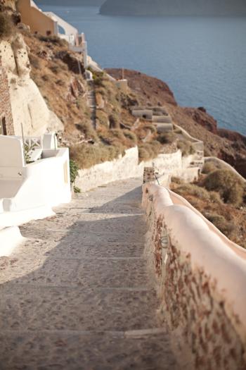 Path to Amoudi Bay