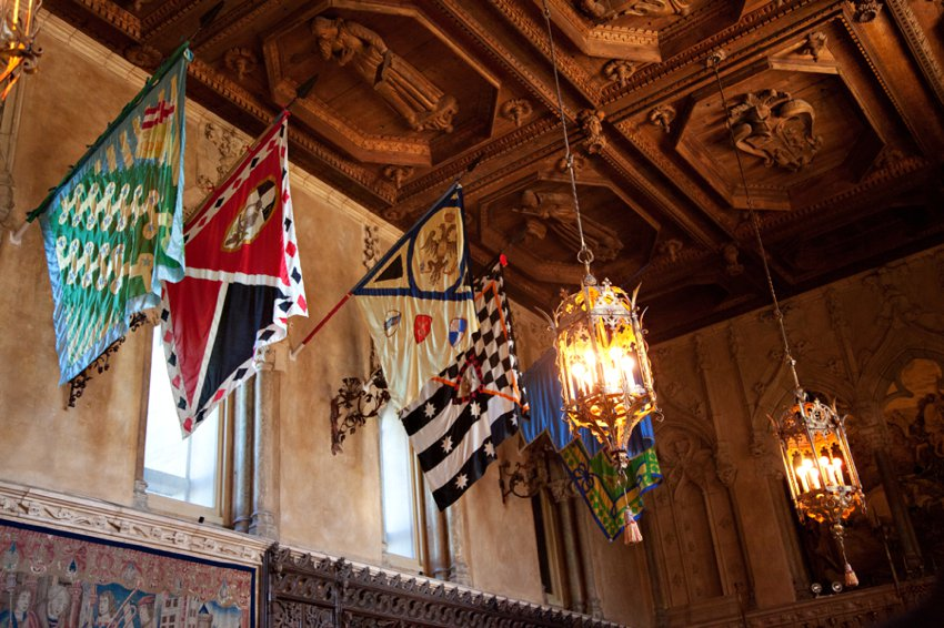 Hearst Castle Flags Entouriste