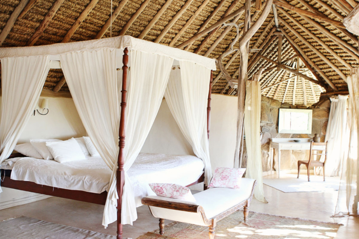 Sultan's House Ol Lentille Canopy Bed