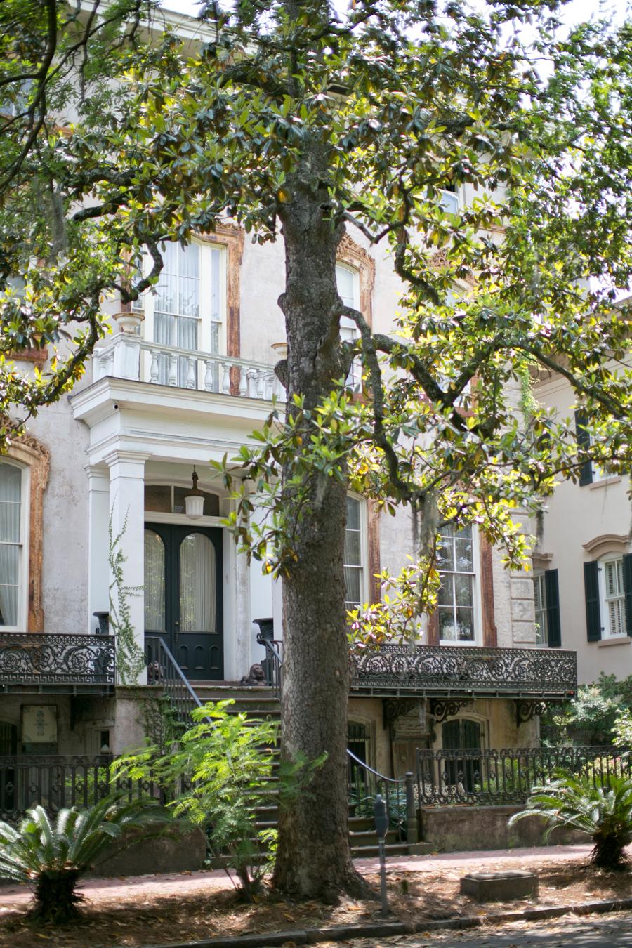 Historic homes of savannah georgia entouriste for Historic houses in savannah ga