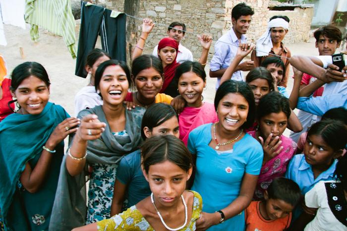 smiling faces in bhandarej india entouriste